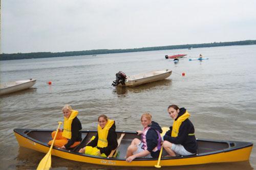 canoeing (59k image)